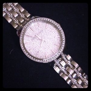Authentic Michael Kors Womens watch. Shiny silver.